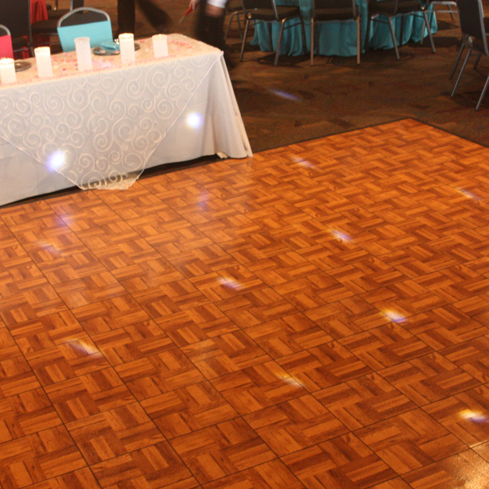 Dance-Floor-Couple-Table
